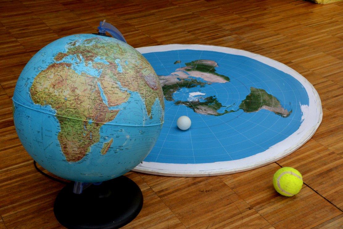 Flache Erde Karte Kaufen.Flache Erde Ade